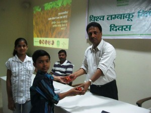 Winners of various contests receiving prizes from Mr. B.B.Mukhoapdhyay, CEO, Hind Lamps